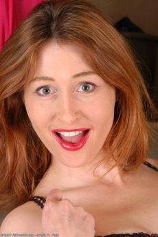 Erin – Gorgeous mature redhead
