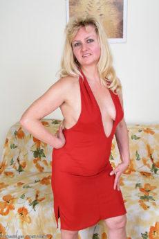 AllOver30 – Carina's Hairy Pussy