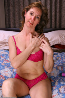AllOver30 – Lynn Loves Her Toy