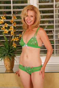 AllOver30 – Our Favorite MILF Marie Kelly!