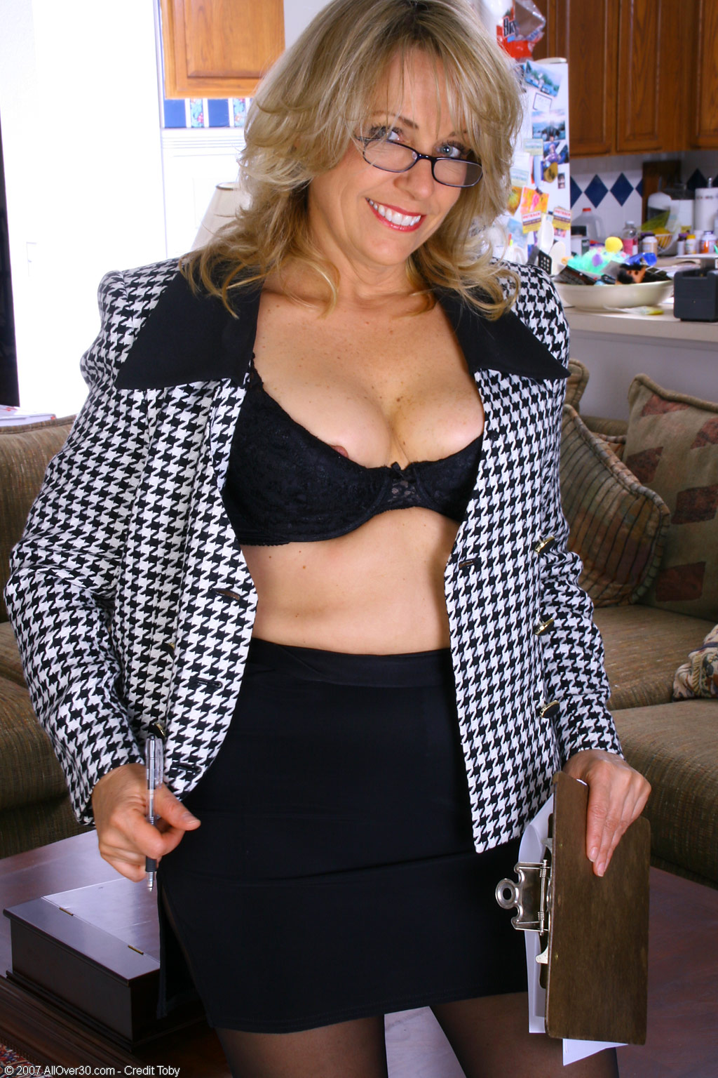 ... of the Year, Leah! » 04 - MILFs Over 30 - All Over 30 Nude Matures