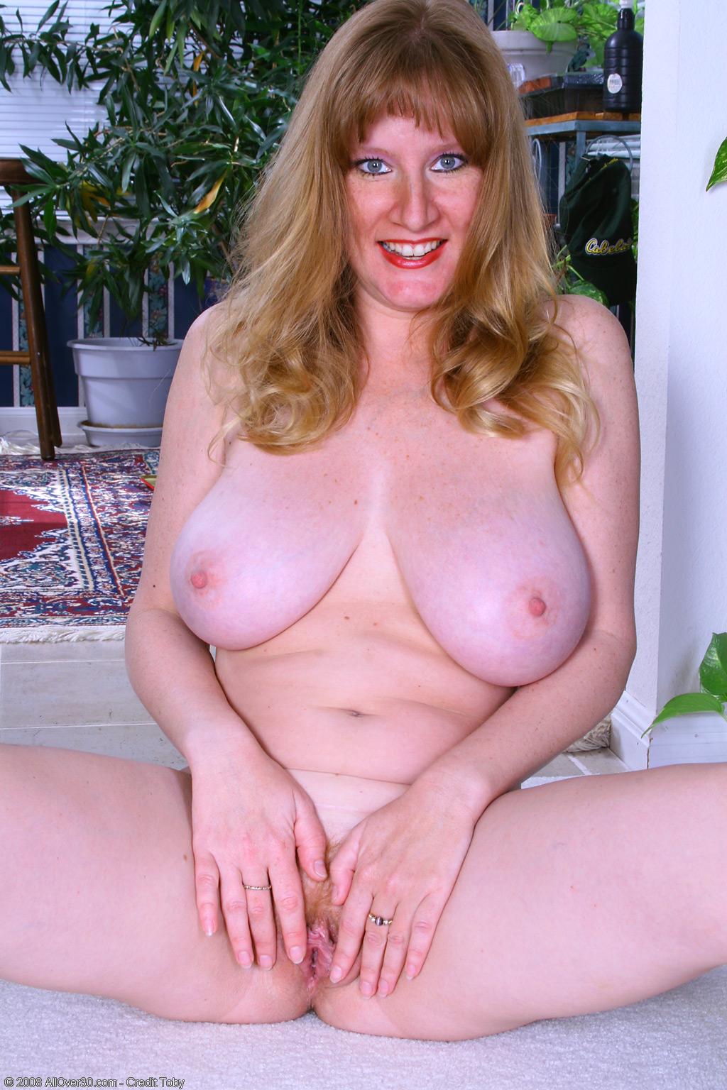 Big horny mature tit