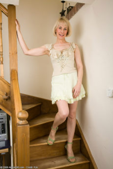 AllOver30 – Mature Hazel Looks So Sexy In Her Pantyhose