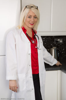 Hot 43 year old Amber Jewell from AllOver30 playing the naked doctor