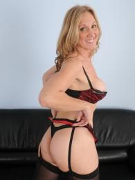 Blonde MILF Jenna Covelli Has Fabulous HUGE Nipples