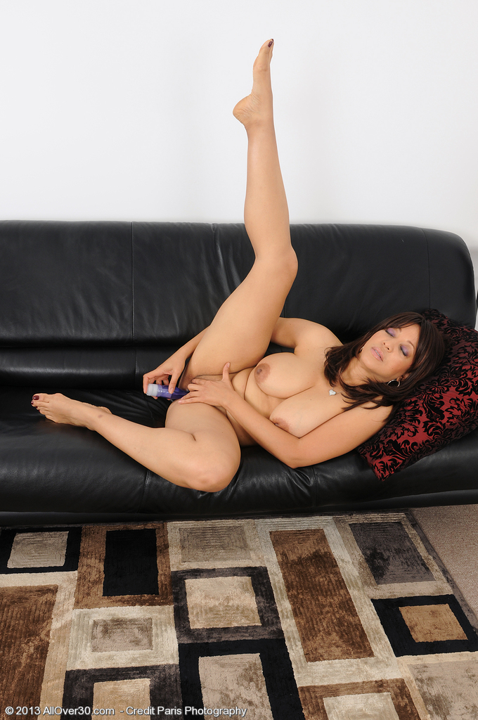 year old and exotic lala bond slips a purple toy deep