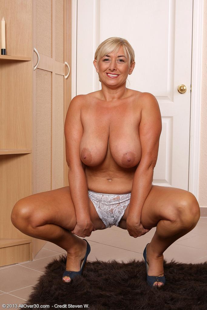 mature naked legs spread curvy