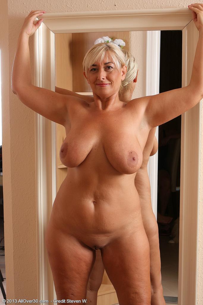 Фото голая пожилая дама