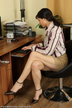 39 year old Mona from AllOver30 taking a break from her office duties
