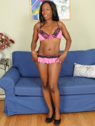 Chocolate brown MILF Sammi Ross slips off her slinky pink lingerie
