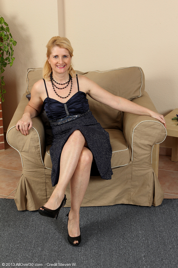 sibu mature women personals Find women in sibu online with interracialdatingcentral and see how it easy it is to get your groove back at interracialdatingcentral, the fun and flirtation is totally free, so join up and see just how simple and safe it is to discover 'the one' online - create a profile and start browsing compatible singles immediately.