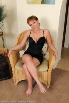Petite 39 year aged Brandi Minx from AllOver30 explores her hot pussy