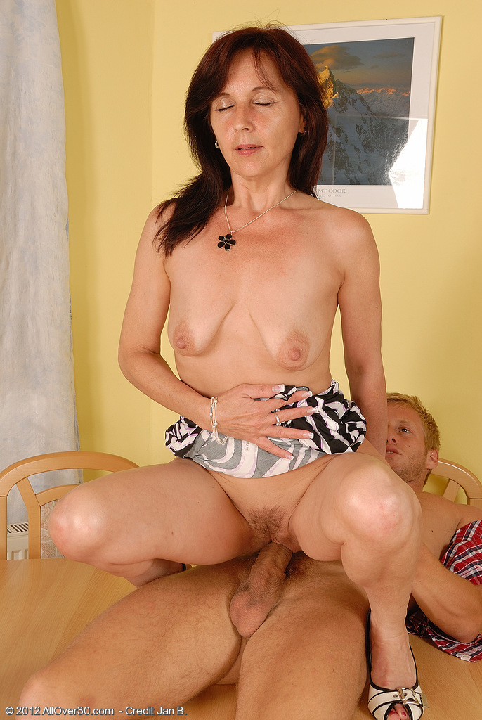 Alana luv is a hot new york milf 9