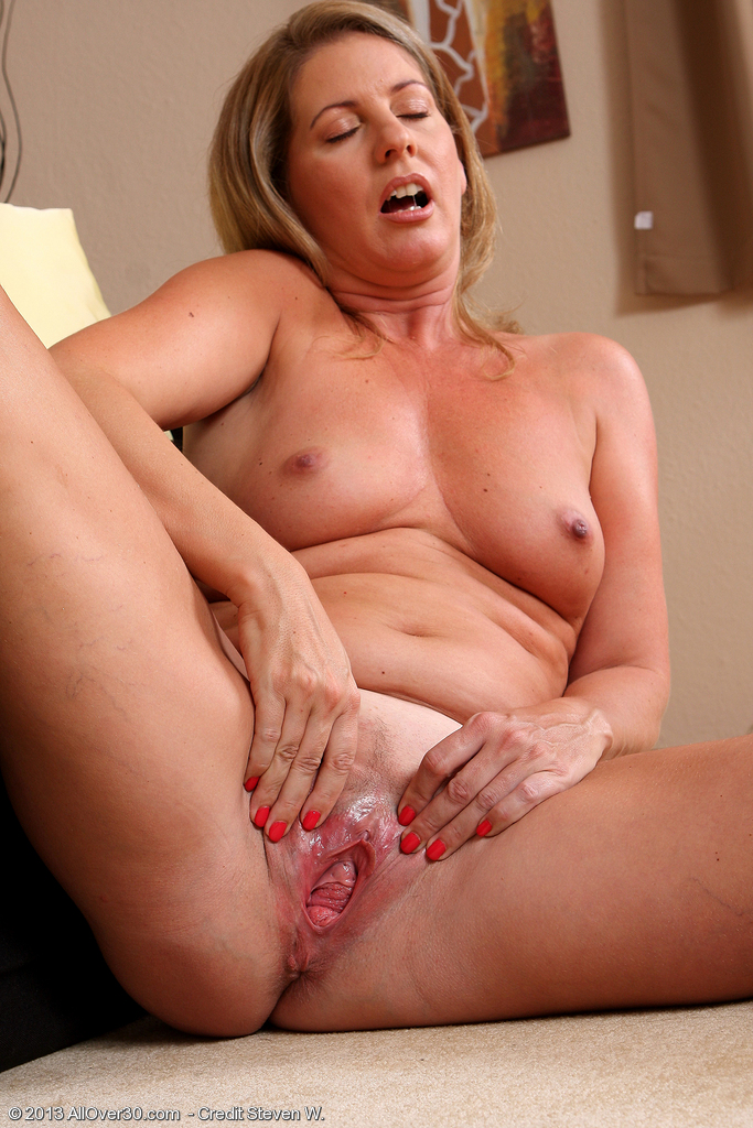 State Sexy soccer mom milf stripping with