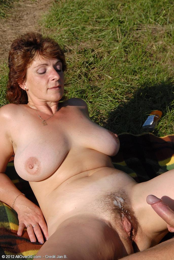 desi aunty bathing nude