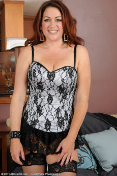 Elegant and horny mom Ryan in stockings and lace