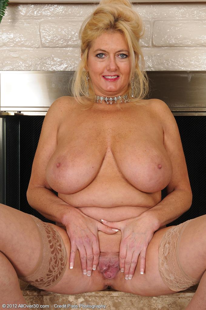 mature nude ebony booty