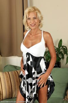Elegant 37 year old Mary Blade slips off her dress and spreads wide