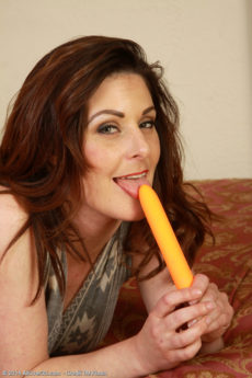34 year old Tammy Wilcox makes use of her orange vibrator here