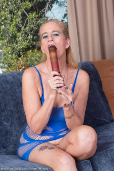 Over 60 blonde granny Ray Lynn gets off with her vibrator