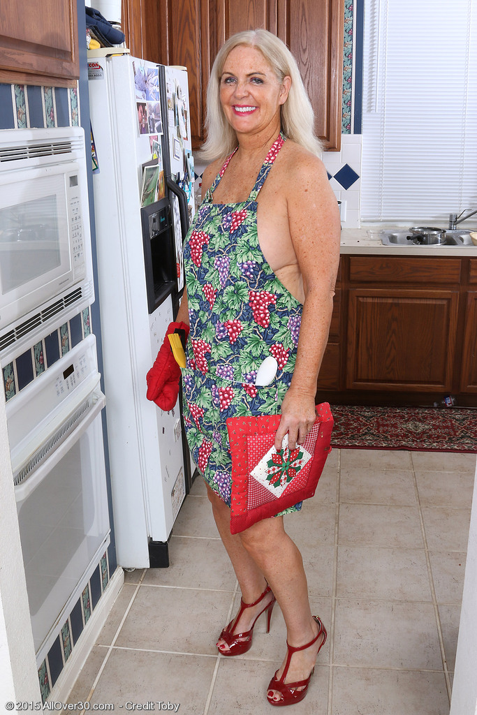 British milf tori loves her easy access pantyhose - 1 part 8