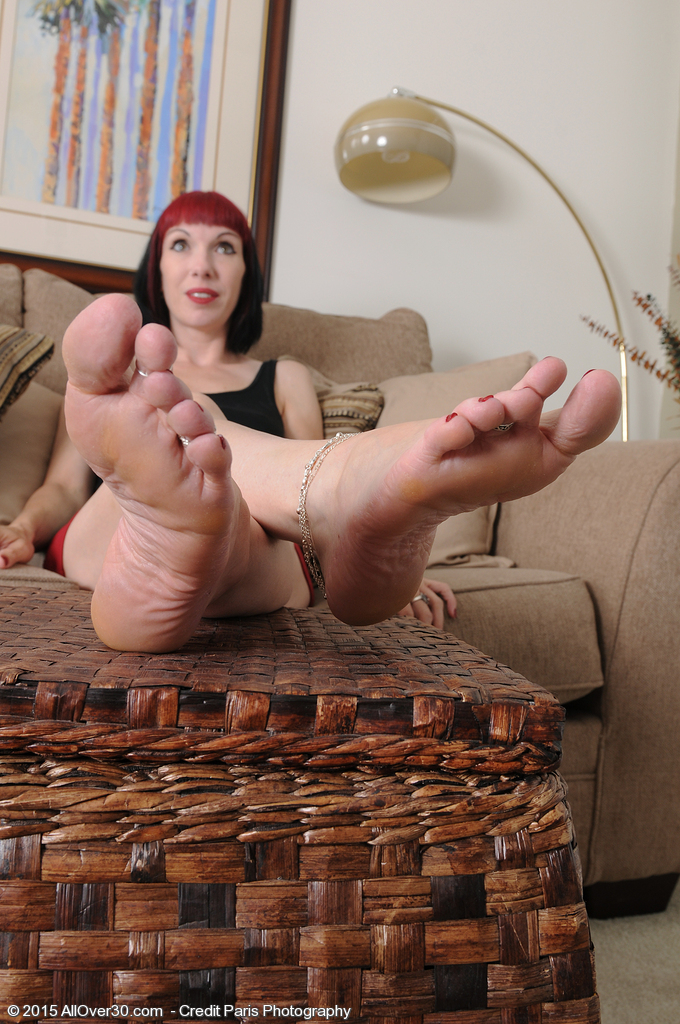 Sexy milf feet nude