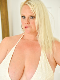 Mature Blonde BBW Cameron Takes Out Her Huge Tits And Shows ...