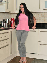 Big butt MILF Chloe Lovette takes off her jeans in the kitchen to spread her trimmed pussy