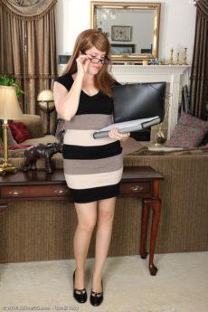 Sexy horny mature secretary