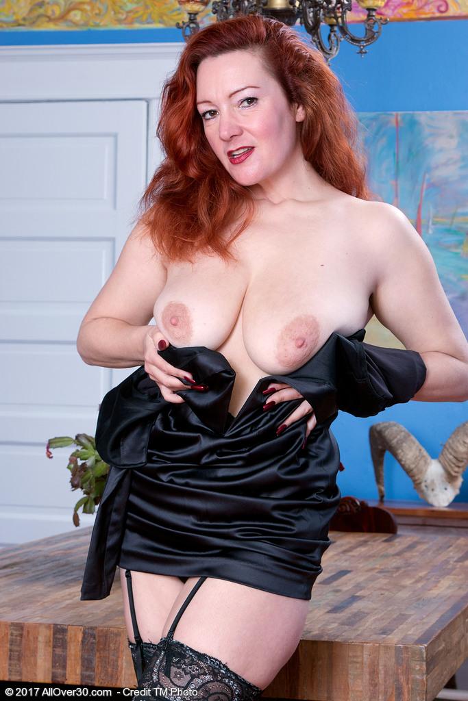 elegant-redhead-jessica-ohare5.jpg