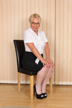 Naughty chubby mature nurse Francesca Kitten stuffs her panties in her box - Hot Secretary Francesca Kitten