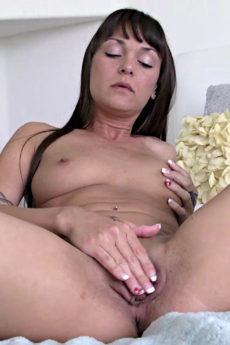 Sexy MILF Olivia Wilder Rubbing Her Pussy In a Mature Video