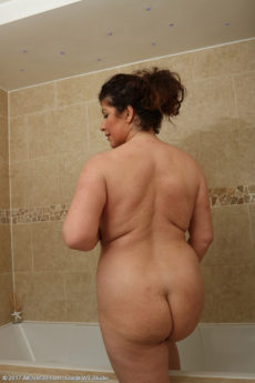 Bath masturbate mature sorry