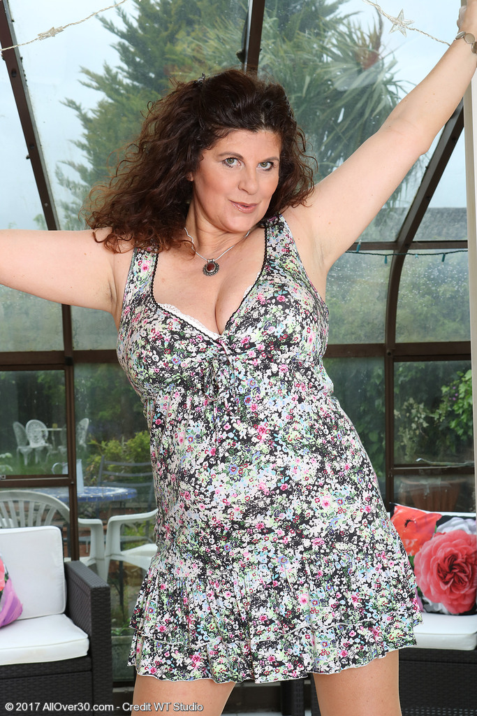 Big breasted BBW Jilly takes off her dress and opens those thick thighs