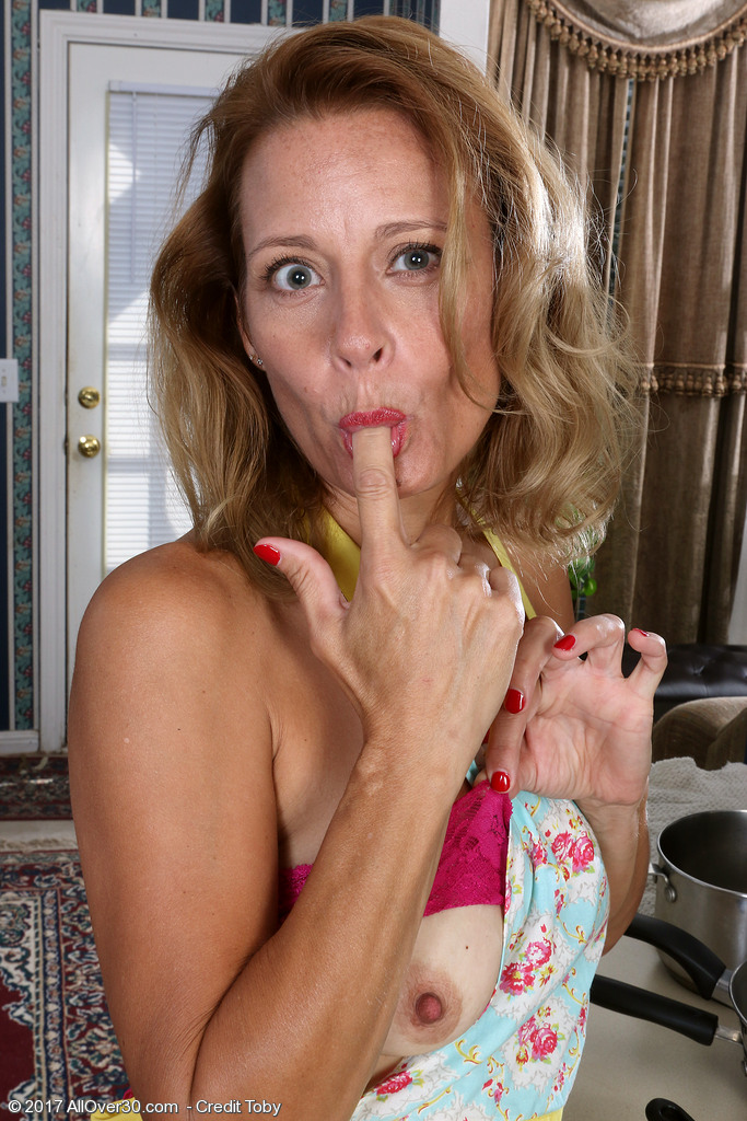 gorgeous-housewife-jade-allan4.jpg