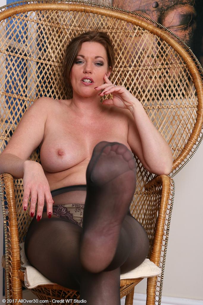 holly-kiss-in-sexy-nylon-stockings12.jpg
