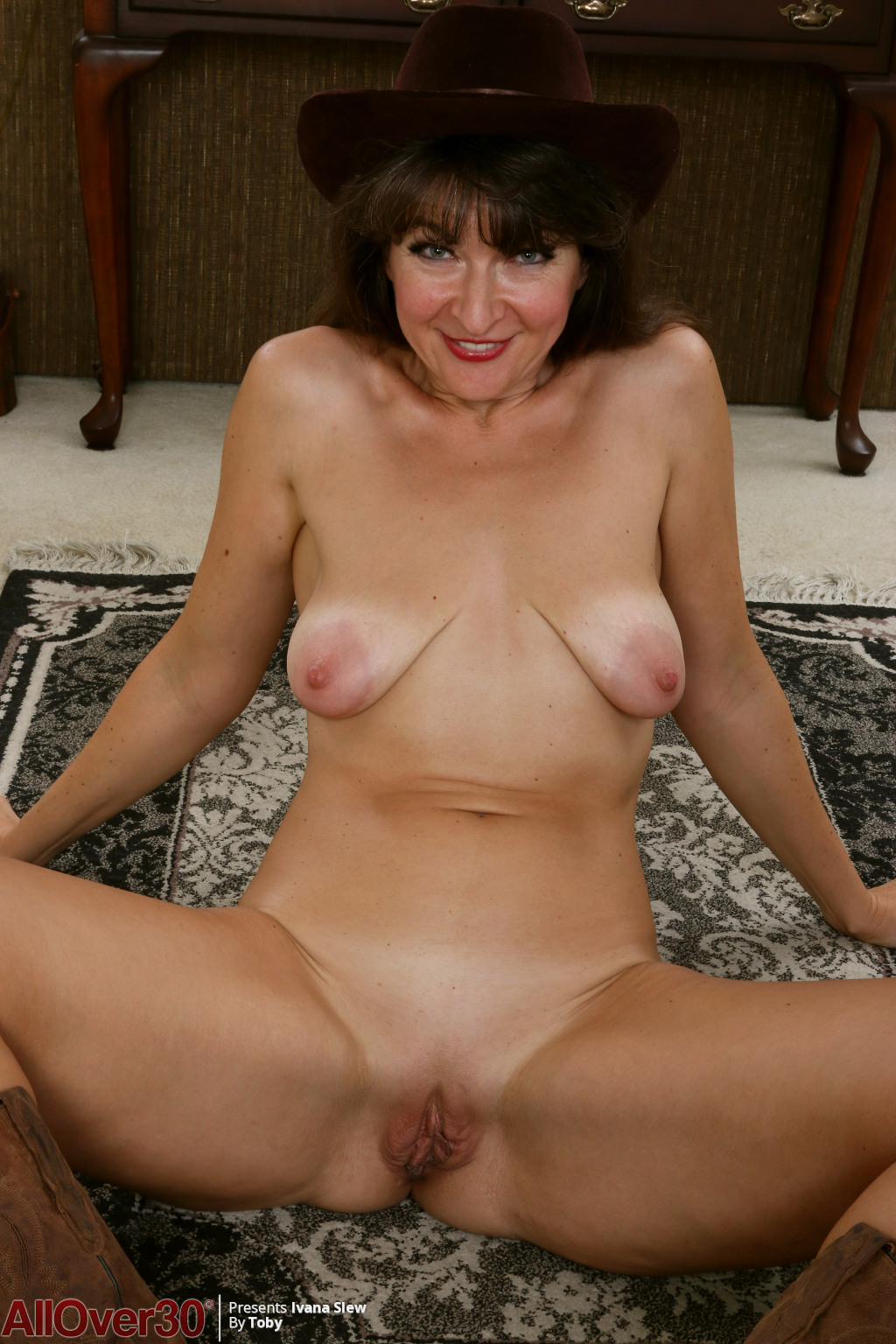 horny-cowgirl-ivana-slew-lets-us-see-her-saggy-breasts-and-hot-shaved-pussy16.jpg