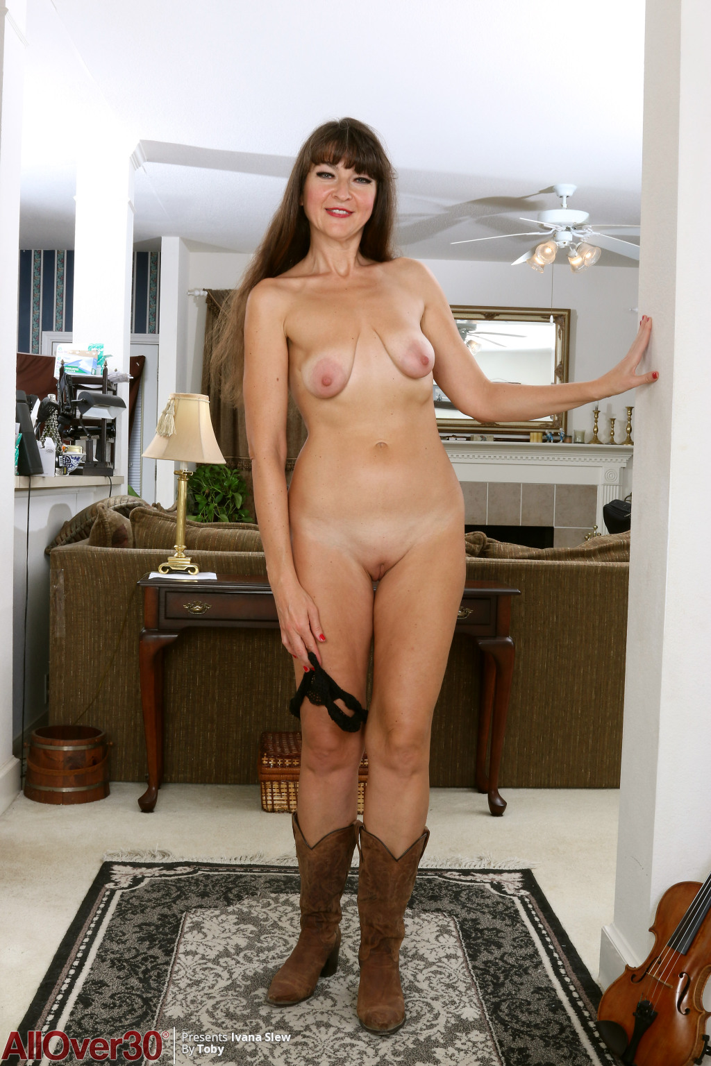 horny-cowgirl-ivana-slew-lets-us-see-her-saggy-breasts-and-hot-shaved-pussy9.jpg