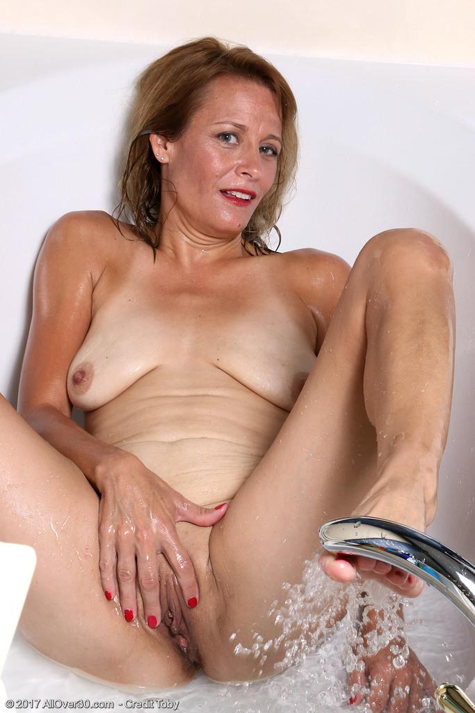 mature-housewife-jade-allan15.jpg