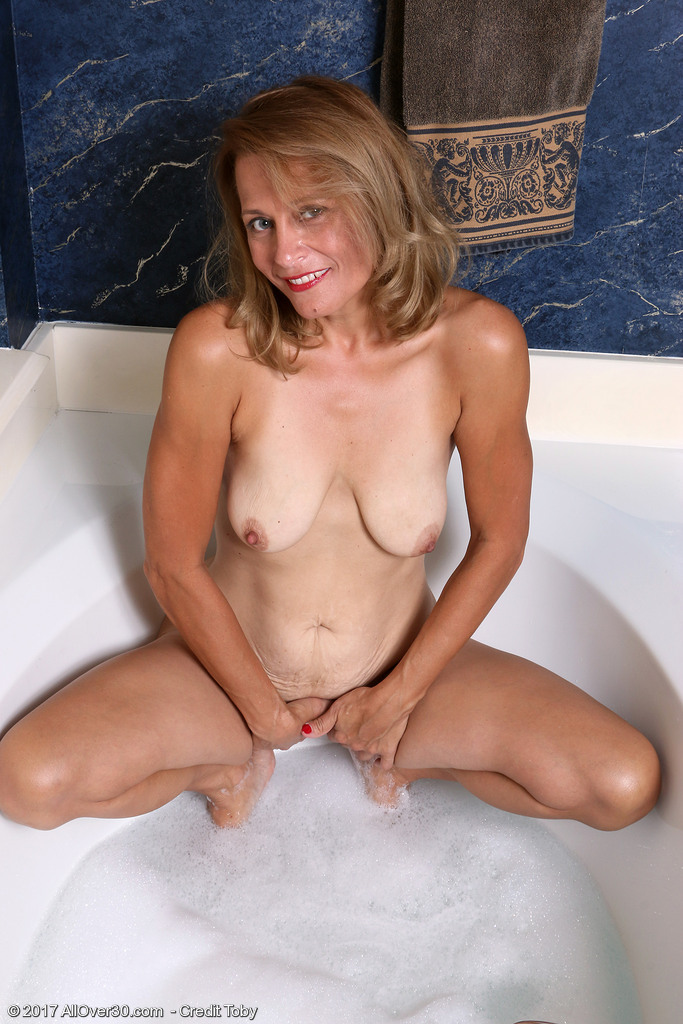 mature-housewife-jade-allan7.jpg