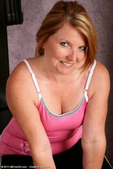 42 year old MILF Stacie from AllOver30 works on her mature body