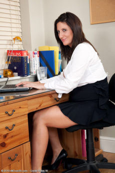 Hot curvy secretary Jenny B unleashes her huge tits at work
