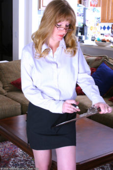 Fair skinned 36 year old Veronica spreads her legs on her bosses desk
