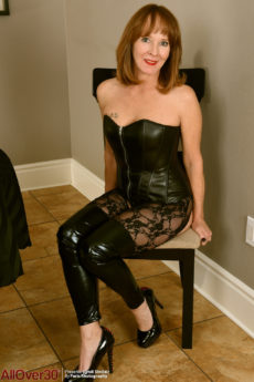 Hot mom in stockings and leather Cyndi Sinclair bends over and spreads