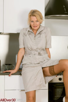 Alluring blonde vixen Diana V removes her skirt and spreads her furry quim