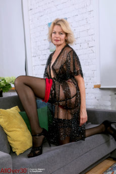 Sexy over 50 MILF Diana V strips out of her lingerie to show off her beaver