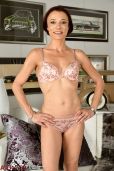 Super slim tight body mom Stella Banks drops her undies