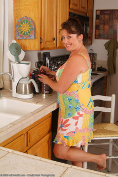 Full bush housewife Marishka is as natural as one can be