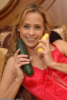 Petite blonde MILF Payton takes her veggies anally