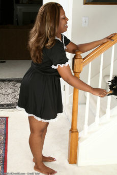 Starr A from AllOver30 spreads her big black ass after dusting the stairs